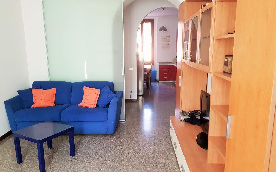 Luminosissimo Trilocale con doppia esposizione, piano alto, ristrutturato, arredato e libero subito!! Via Noe, Milano