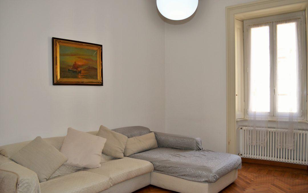 Ampio bilocale completamente ristrutturato a nuovo, doppia esposizione, luminosissimo e panoramico! Via Noe, Milano.