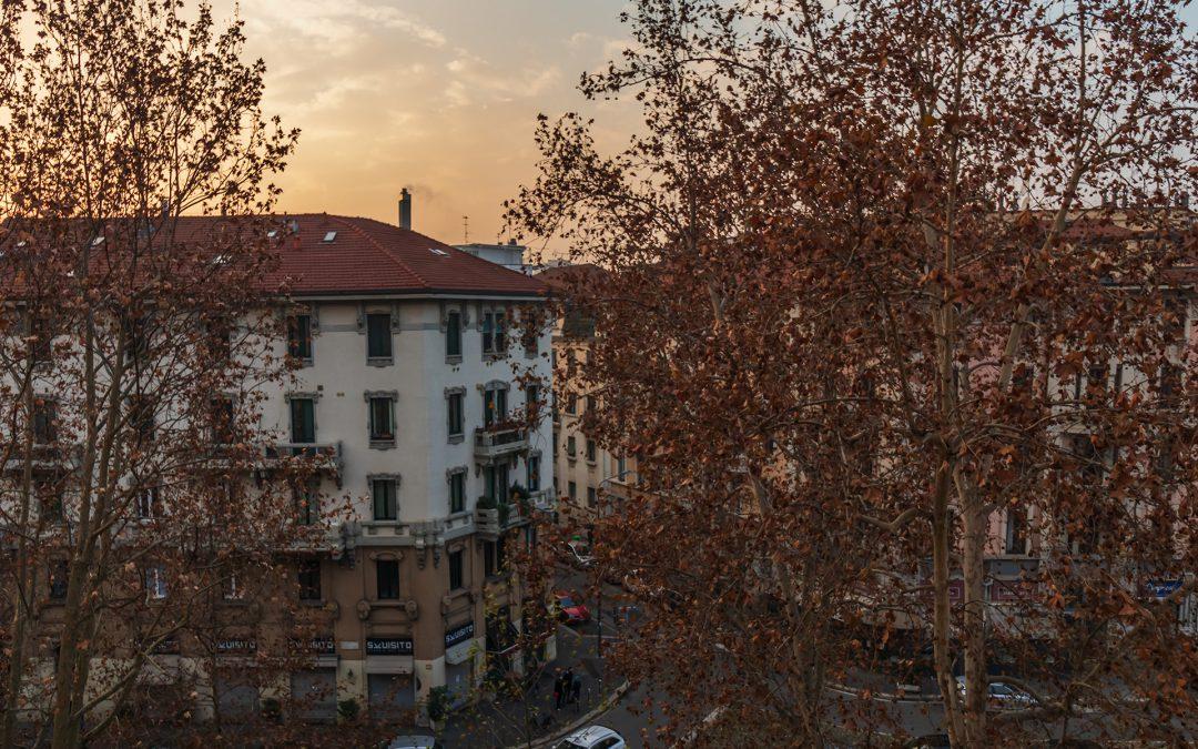 Luminosissimo BILOCALE, quarto piano, doppi a esposizione, con balcone, cantina e solaio. Viale Abruzzi, Milano.