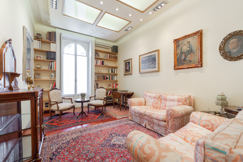 Ampio trilocale,cucina abitabile e doppi servizi ristrutturato due balconi doppia esposizione, Via Privata della Majella, Milano