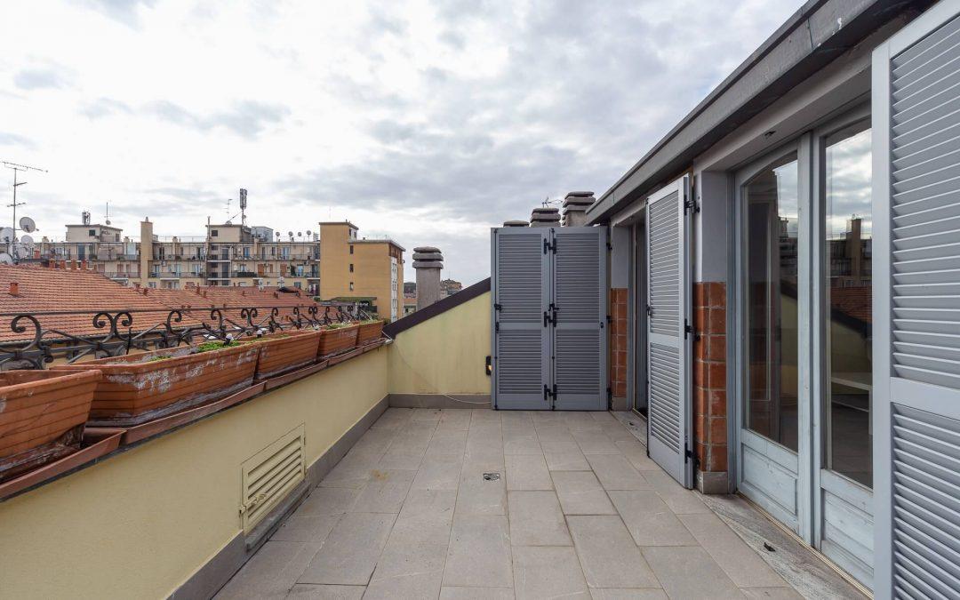 ATTICO CON TERRAZZI!! Ampio trilocale con studio e doppi servizi. Luminosissimo!!! Via Ciro Menotti, Milano.